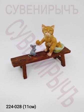 Кот на скамейке 14237